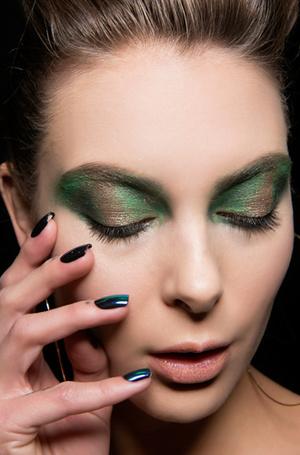 Фото №21 - Ночь продержаться: как сделать макияж стойким