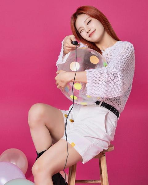 Фото №12 - Как одеться в стиле k-pop: повторяем стильные летние луки Йеджи из ITZY 😎