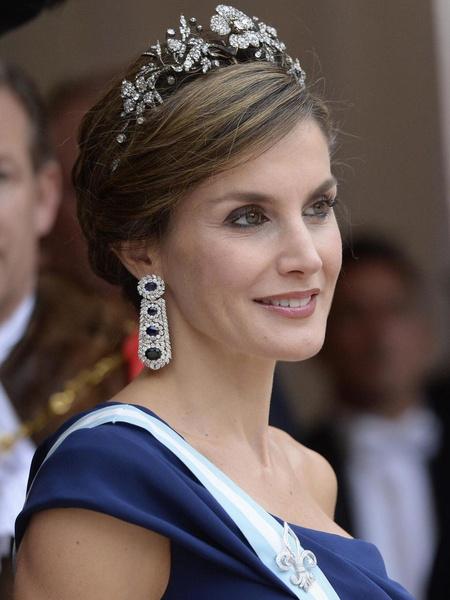Фото №1 - Королева Испании показала свое самое красивое красное платье