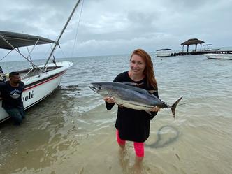 Фото №2 - Финалистка «Голоса» Анастасия Спиридонова поймала огромного тунца