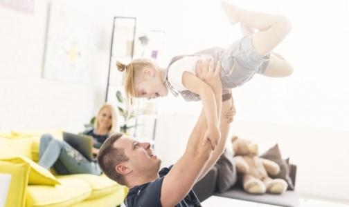 Фото №1 - В Петербурге родителям будут доплачивать за домашнее воспитание малышей