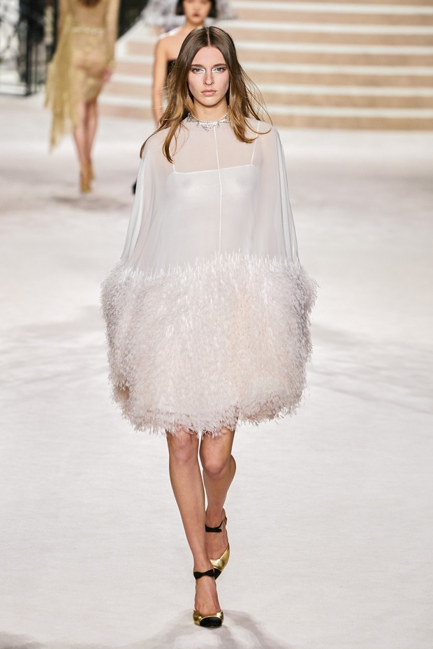 Фото №9 - Что на самом деле носят парижанки? Амбассадор Chanel, модная французкая актриса Альма Ходоровски комментирует любимые образы показа