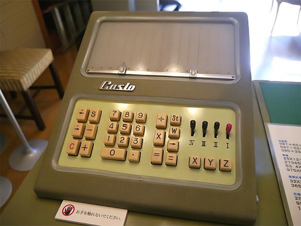 Японец Casio 14-A— первый в мире электрический калькулятор (1957).