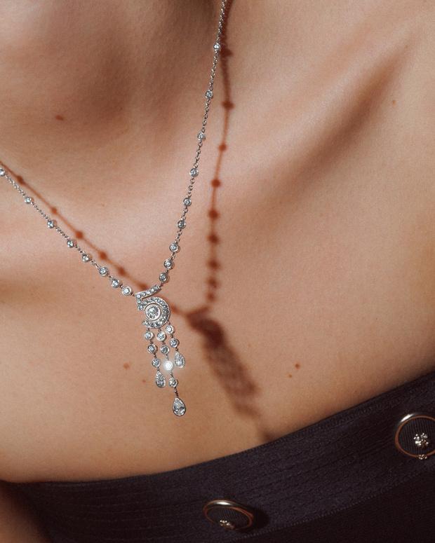 Фото №4 - Новые украшения Chanel, вдохновленные любимой цифрой Мадемуазель. Вы уже догадались какой?
