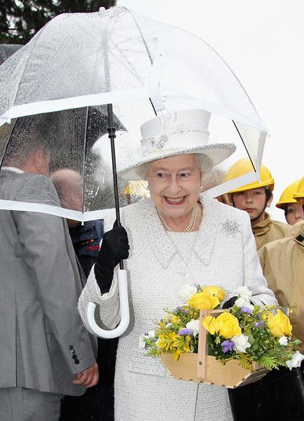 Фото №20 - Виндзорские зонтики: королевский способ спрятаться от дождя
