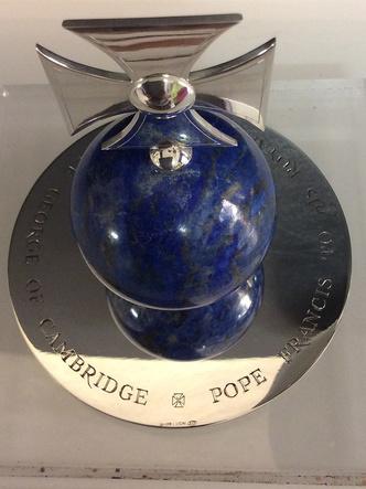 Фото №2 - Презент для будущего короля: самые дорогие и странные подарки, которые получал принц Джордж