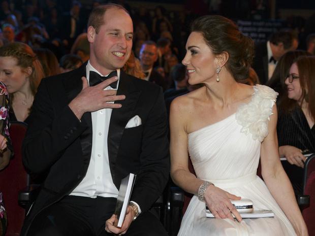 Фото №4 - Проверка чувств: королевские пары, которые не спешили жениться
