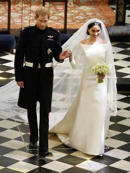 Фото №26 - Самые знаменитые свадебные платья Виндзоров: неудачные, смелые и даже бодипозитивные