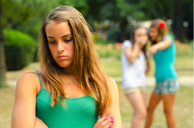 Фото №1 - Вопрос дня: Что делать, если друзья стебут меня из-за того, что у меня нет парня?