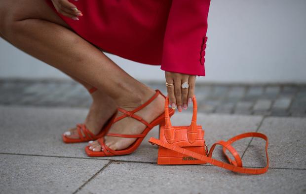 Фото №1 - Как выглядят модные босоножки с AliExpress в реальности