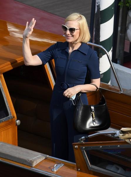 Фото №14 - Нарушая запреты: все образы Кейт Бланшетт на Венецианском кинофестивале