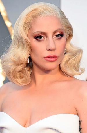 Фото №31 - Как хорошела Леди Гага: все о громких бьюти-экспериментах звезды