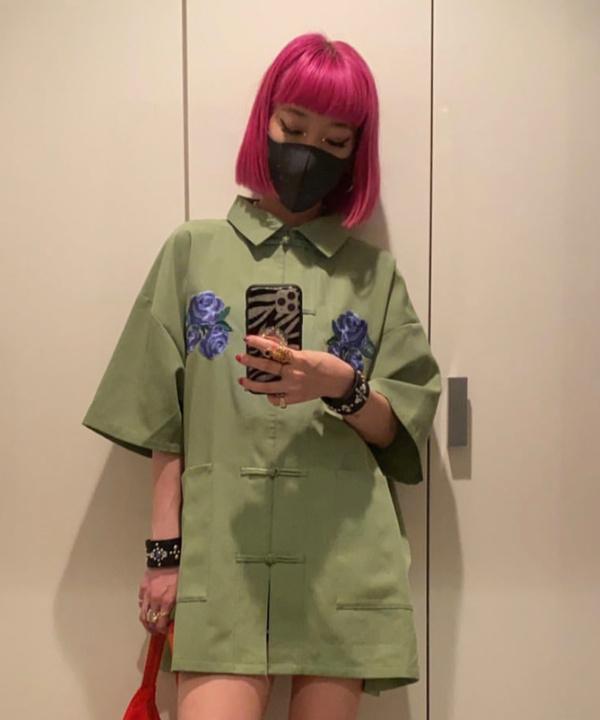Очень короткая рубашка-кимоно вместо платья: Айя Сузуки пересматривает классику