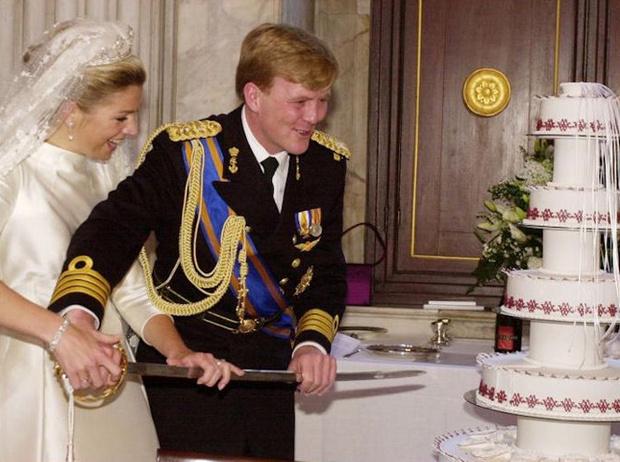Фото №30 - Сладко: свадебные торты на королевских свадьбах