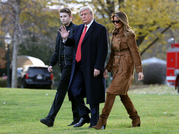 Фото №2 - «Забыла имя сына»: Мелания Трамп снова в центре интернет-скандала