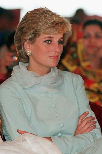 Фото №9 - Традиции и дань леди Ди: что означает первый образ Кейт в пакистанском туре