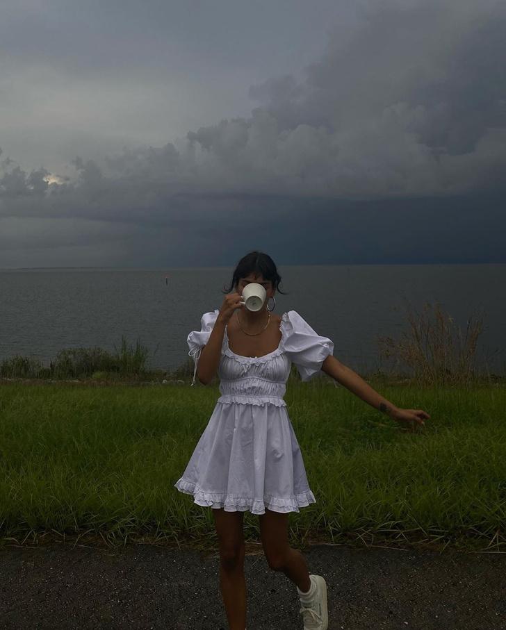 Фото №1 - До конца лета носите хлопковое платье с высокими носками, как инфлюенсер Джен Себаллос