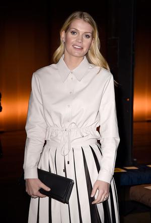 Фото №7 - Вечная классика: как королевские особы носят плиссированные юбки