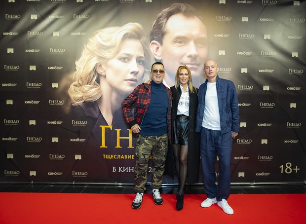 Александр Буйнов и Олеся Судзиловская с супругом Сергеем