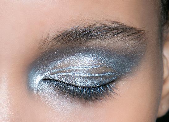 Фото №1 - Beauty-тренд: Оттенки синего