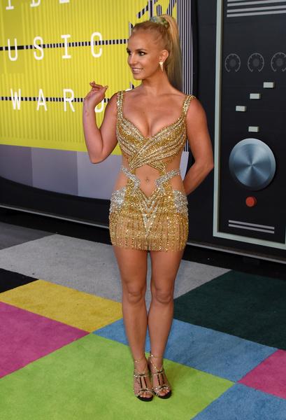 Фото №7 - 9 звезд, которые запихали роскошное тело в крошечное платье