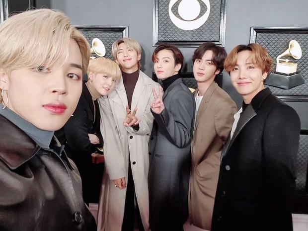 Фото №2 - RM случайно сделал групповое фото BTS без Ви— тот обиделся