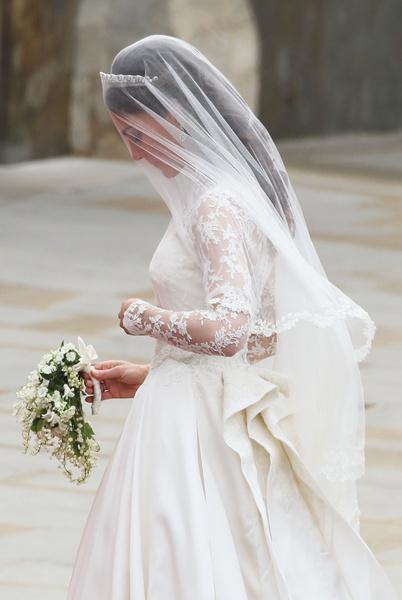 Фото №3 - Принцессы на день: Кардашьян, Хилтон и другие невесты в платьях а-ля Миддлтон