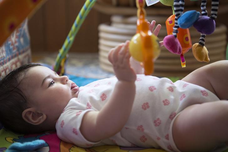 ребенок в 8 месяцев не сидит
