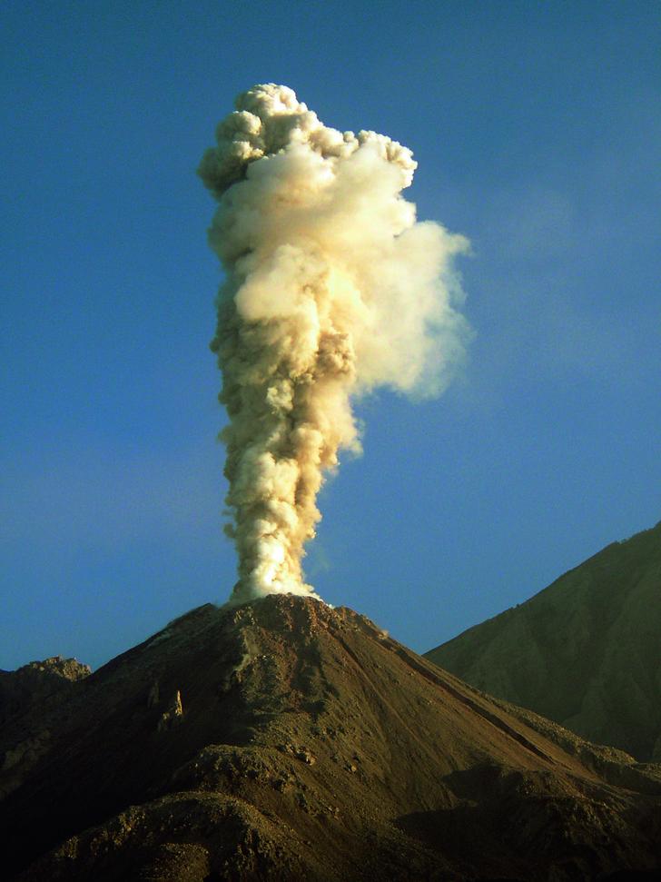 Фото №1 - Можно ли купить вулкан в частную собственность?