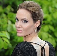 Фото №2 - Леди совершенство: зачем женщины увеличивают грудь и уменьшают нос