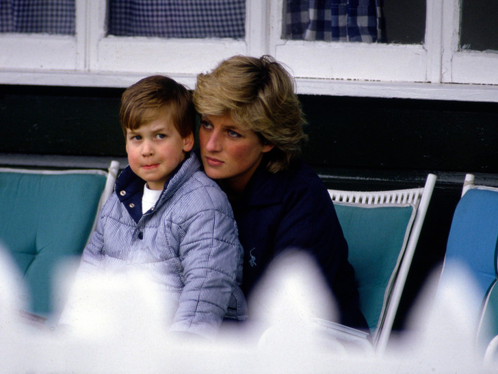 Фото №6 - Культ Короны: может ли британская королевская семья на самом деле быть сектой?