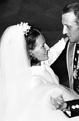 Фото №9 - Пять королевских невест, отказавшихся от тиары на свадьбе