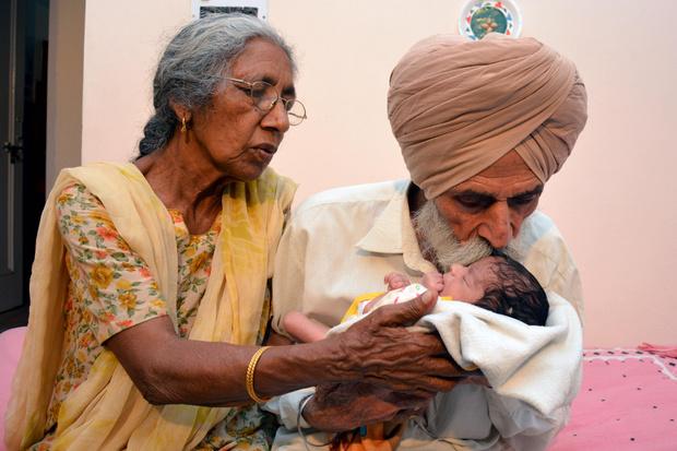 Фото №2 - 70 и старше: самые пожилые роженицы в мире