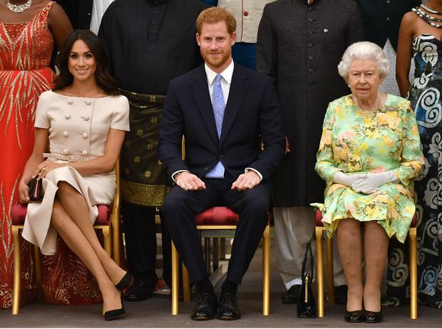 Фото №3 - «Развод» оформлен: Елизавета II официально лишила Гарри и Меган королевских титулов
