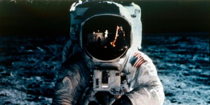 Фото №1 - Ускоренное видео с космонавтами на Луне снова стало вирусным и набрало 10 миллионов просмотров