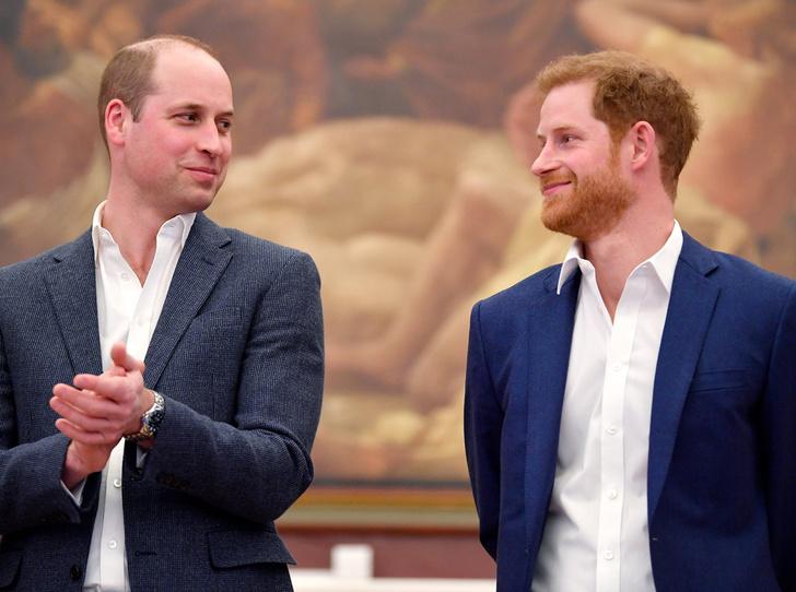 Фото №1 - Братья, соперники, наследники: как менялись Уильям, Гарри и их отношения с годами