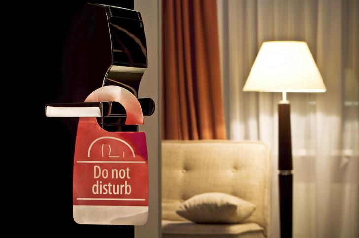 Фото №1 - Сотрудники отелей рассказали о самых странных просьбах постояльцев
