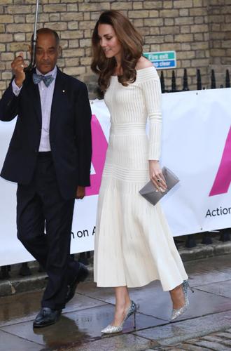Фото №4 - 10 блестящих пар обуви, как у герцогини Кейт на гала-ужине