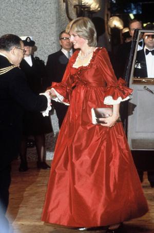 Фото №54 - 70 красных нарядов: как принцесса Диана носила любимый цвет