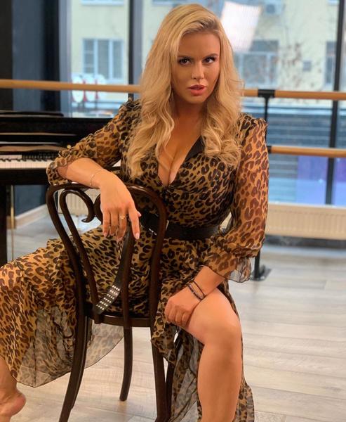 Фото №1 - Семенович надела полупрозрачное леопардовое платье с глубоким декольте