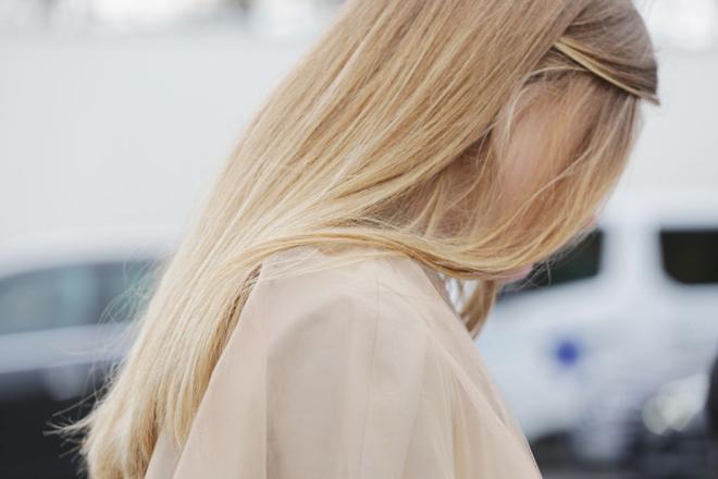 Фото №1 - 7 привычек, которые разрушают твои волосы