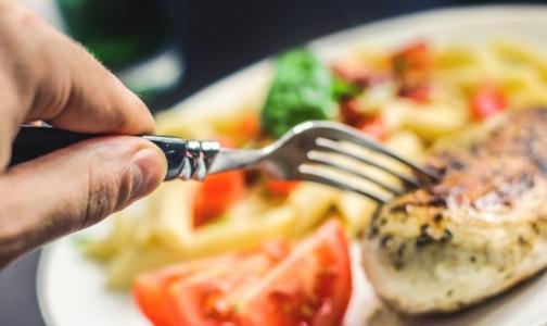 Фото №1 - Пообедали: 17 посетителей кафе в ТРК «Сенная» попали в больницу с сальмонеллезом