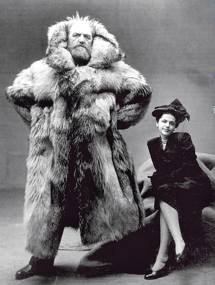 Питер Фрейхен вшубе из белого медведя стретьей женой, Дагмар Гейл. 1947год