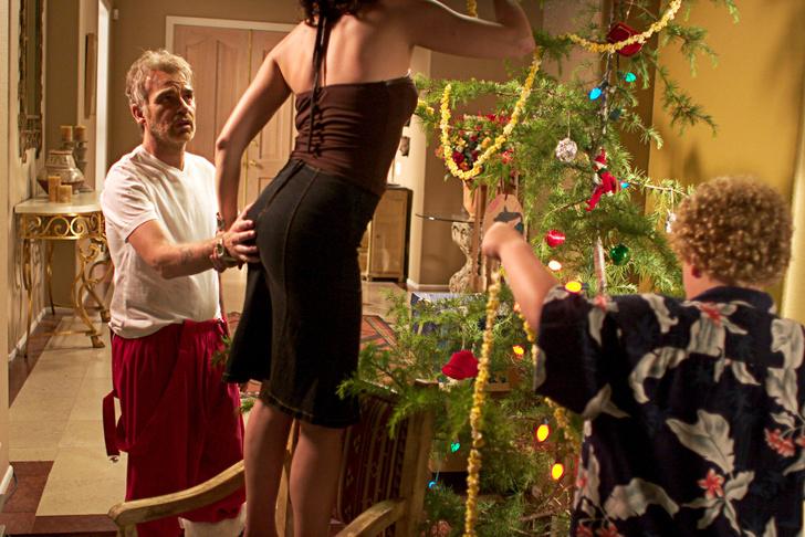 Фото №3 - Как справиться с неловким молчанием за новогодним столом: методы Стивена Фрая