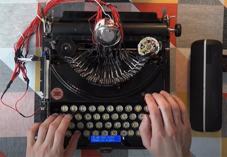 Фото №1 - Музыкант превратил старинную печатную машинку в настоящую драм-машину (видео)