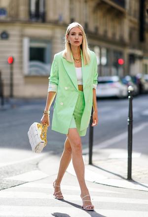 Фото №46 - Самые модные босоножки и сандалии лета 2021