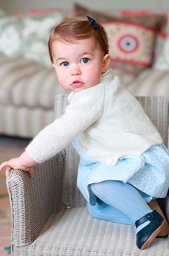 Фото №2 - Новое фото принцессы Шарлотты ко дню рождения