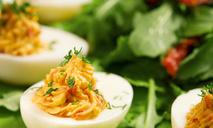 Яйца, фаршированные семгой и сливочным сыром