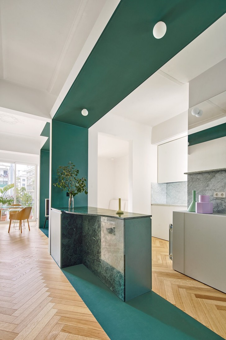 Фото №7 - Квартира с зеленой перегородкой в Барселоне
