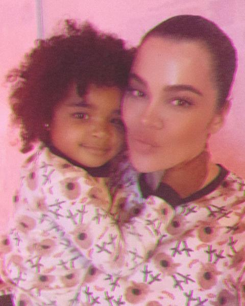Фото №1 - So cute: Хлои Кардашьян поделилась очаровательным видео со своей дочкой